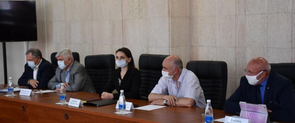 Депутаты обсудили инициативу о награде для медицинских работников